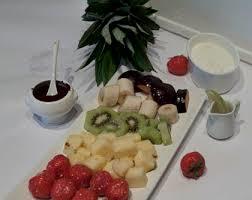 fonduta al cioccolato con frutta estiva