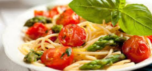 spaghetti con asparagi verdi