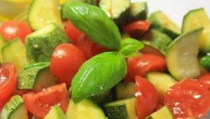 Zucchine, pomodoro e basilico