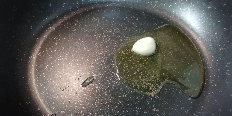 Fate soffriggere l'aglio