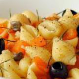 conchiglie-zucca-gialla-e-olive-nere