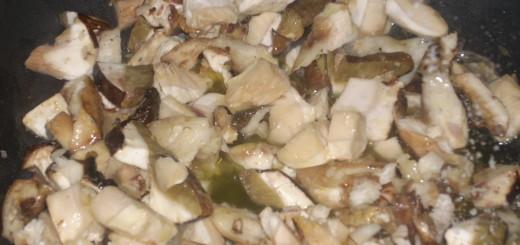 funghi-porcini-e-peperoni-in-padella-alla-calabrese