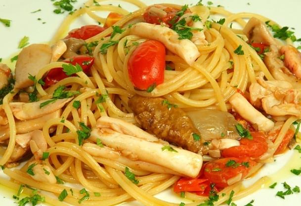 Spaghetti mare e monti: pesce e funghi insieme! ⋆ La Cucina