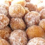 Frittelle di carnevale fritte e zuccherate vuote