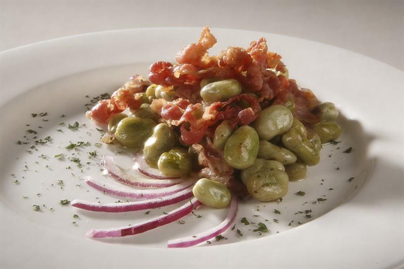 La ricetta delle fave con il guanciale al coccio un for Cibo tipico romano