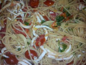 Spaghetti o pasta alla calabrese con i bianchetti o rosamarina