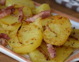 patate alla contadina in padella con la salsiccia