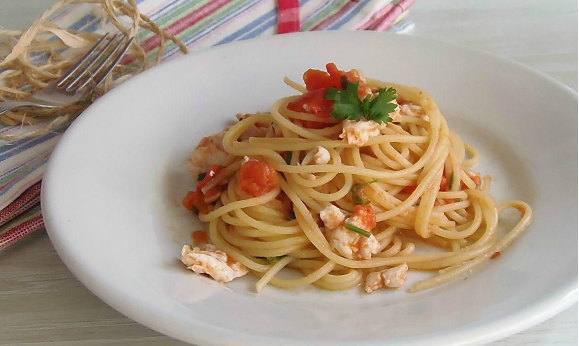 Spaghetti con pesce persico al pomodoro