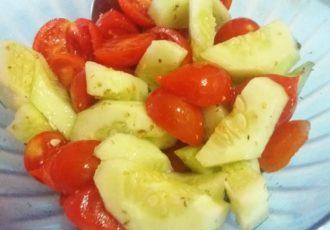 Insalata di pomodori e cetrioli alla calabrese