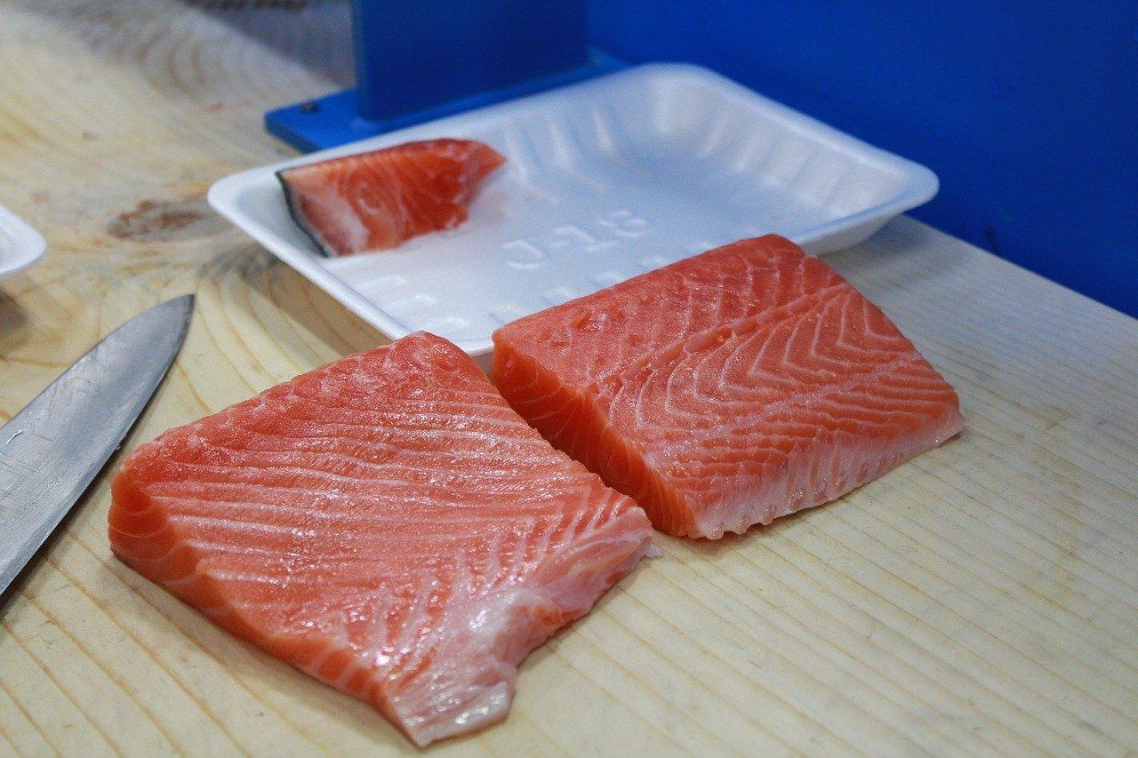 salmone marinato con salsa all'aneto e senape