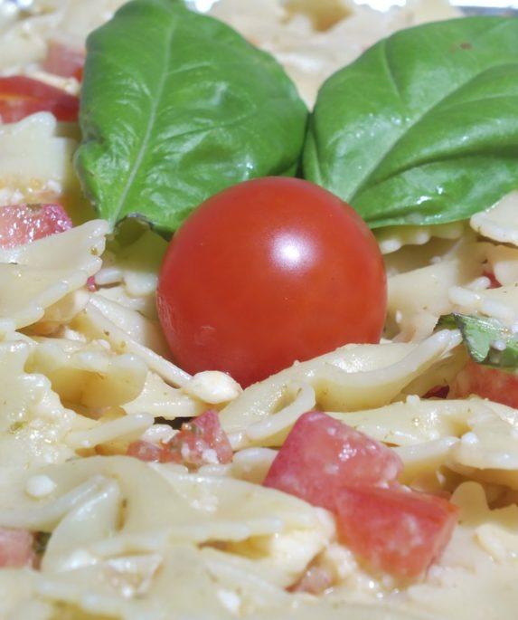 Pasta alla crudaiola tradizionale pugliese